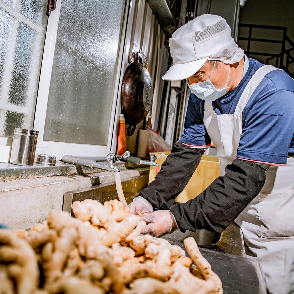 使用在地新鮮食材,堅持人工挑選,把關每項原料。